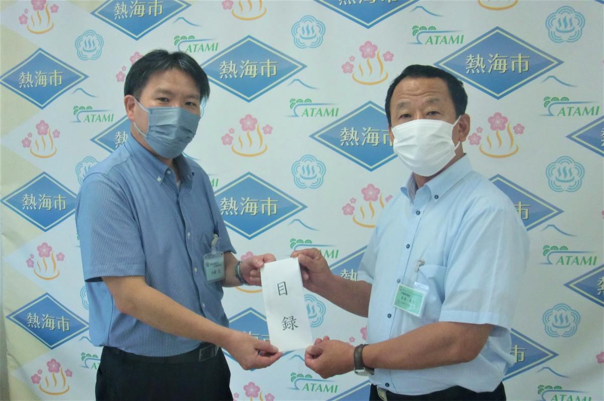 熱海市での支援金寄贈の様子