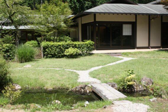 東山旧岸邸