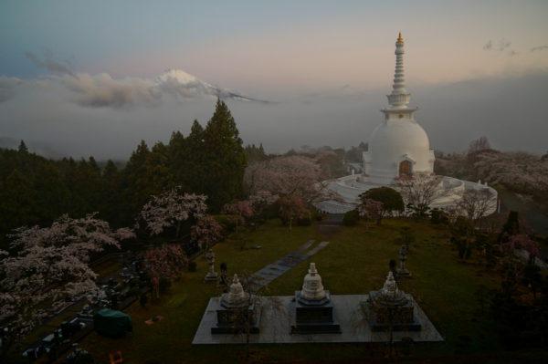岩浅 利泰さん「雲上の平和公園」
