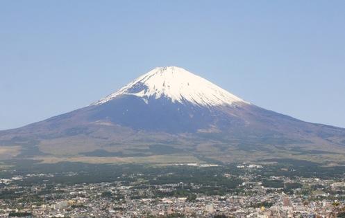 御殿場市は、静岡県東部にある世界遺産「富士山」の麓の高原都市です。