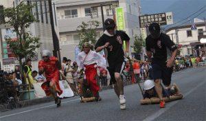 8月4日 わらじ競走<br>2013.08.05 掲載