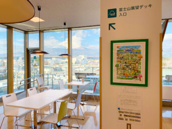 東京2020大会自転車競技ロードレースを応援するイラスト「ワールドドッグロードレース2020」を市役所で展示中!