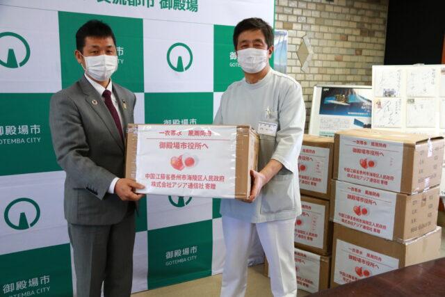 ㈱アジア通信社から医療機関及び放課後児童クラブ向けにマスク1万400枚・防護服100枚の寄附を受ける