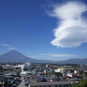 富士山と吊るし雲